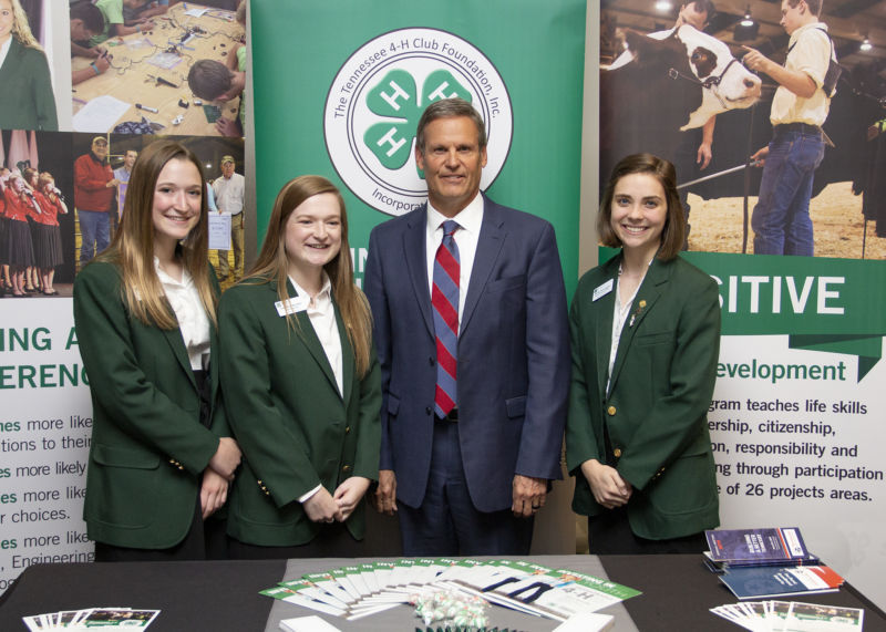 Governor Bill Lee with 4-H participants